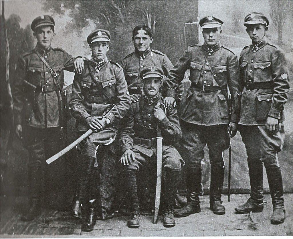 Zdjęcie przedstawia materiał z wystawy - Oficerowie Grupy Jazdy Ochotniczej mjr. Feliksa Jaworskiego. Fot. ze zbiorów prywatnych